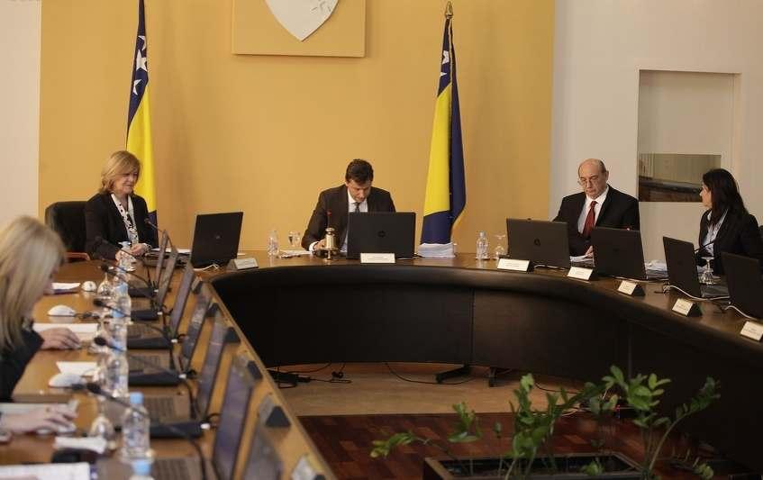 Vlada FBiH produžila moratoriji na zapošljavanje državnih službenika