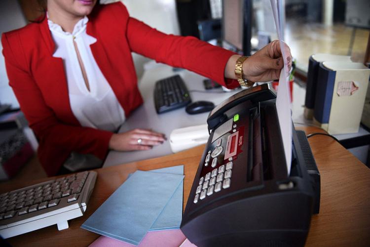 Službenici odgovaraju faksom u 21. vijeku