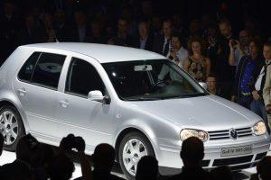 Ministarstvo prodaje četiri vozila