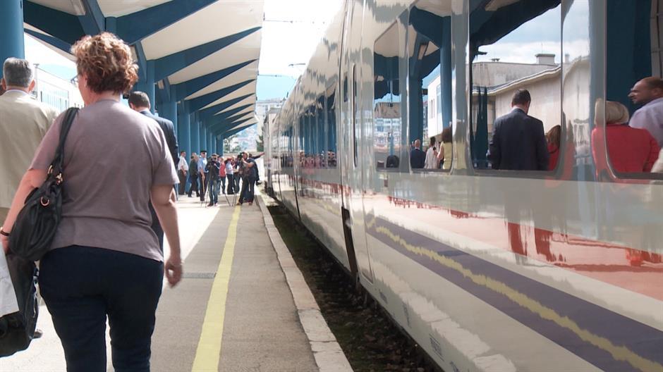 Prazni željeznički peroni i prebacivanje odgovornosti