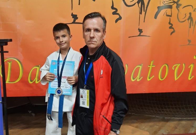 KK Internacional u Živinicama i Bugojnu